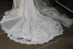 The brides' very beautiful gown