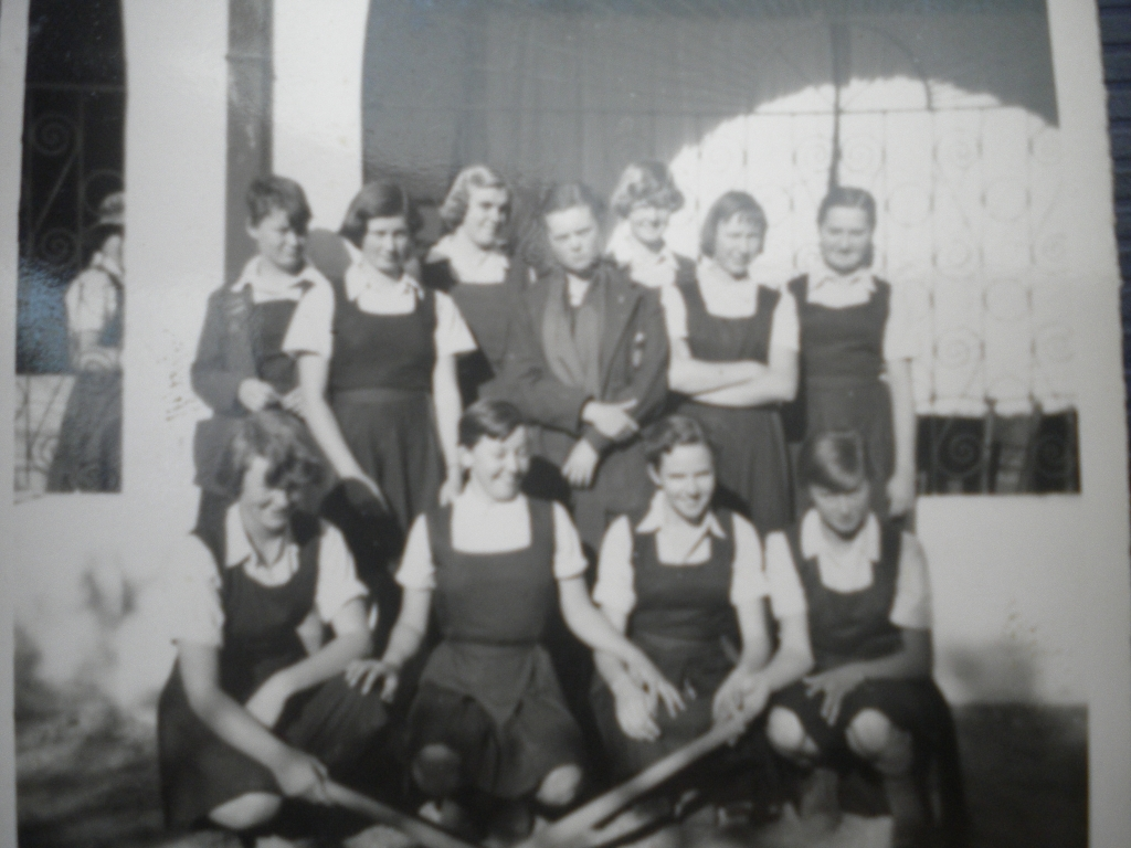 More St Peter's hockey girls (1957?) Sally Cathie's pic